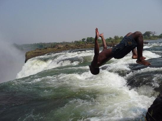 Mosi-oa-Tunya / Victoria Falls National Park: The same does not apply for the tour guide!
