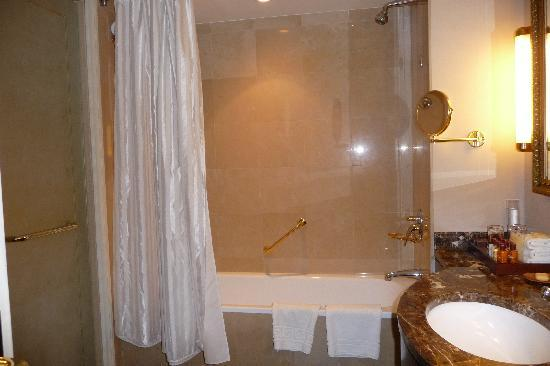 Sheraton Amman Al Nabil Hotel: bathroom