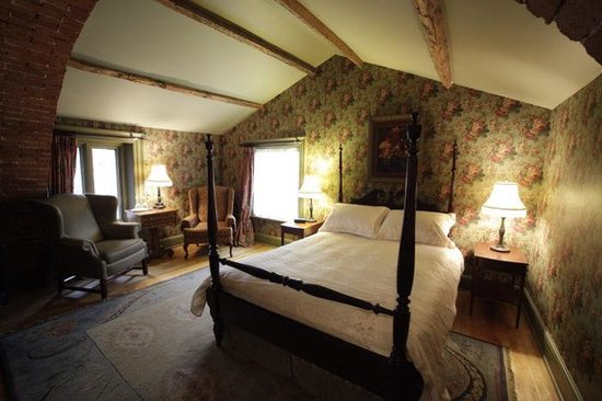 Fairholm National Historic Inn: Lucietia Starr Suite (king bed)