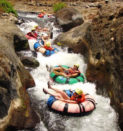 Adventure Tours Hacienda Guachipelin: Tubing