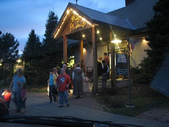 Pinecone Playhouse at Mack's Inn Resort: Getting Autographs after the play
