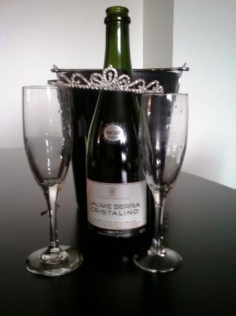 Hotel Sorella CITYCENTRE: Champagne =)