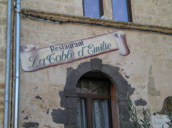 Marseillan, Francia: Front door sign