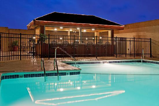 Crowne Plaza Hotel & Suites Pittsburgh South: Outdoor Pool  PJ's Tropical bar