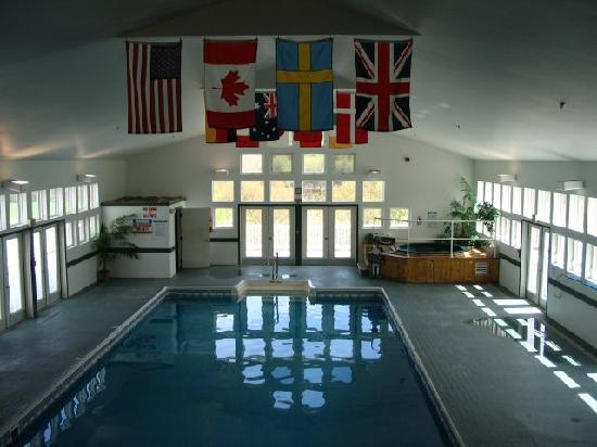 River View Resort: Indoor heated pool (80 degrees)
