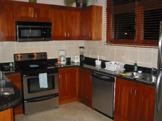 Club Del Cielo: Fully-equipped kitchen