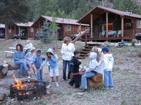 Pleasant View Resort: Gather round the campfire