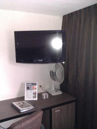 Eurotel Lanaken - Different Hotels : TV en bureau