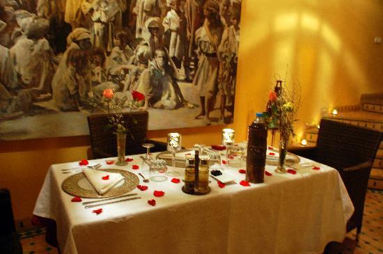Riad Aguaviva: La cena.