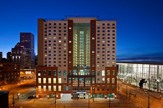 Embassy Suites by Hilton Denver - Downtown / Convention Center: Front of Property at Night