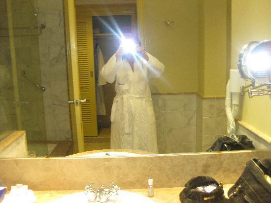 Iberostar Grand Hotel Trinidad: il bagno con accappatoio....