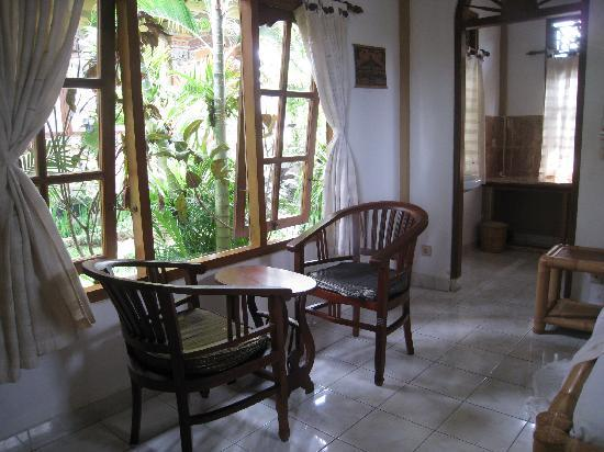 Hibiscus Cottages: inside standard room