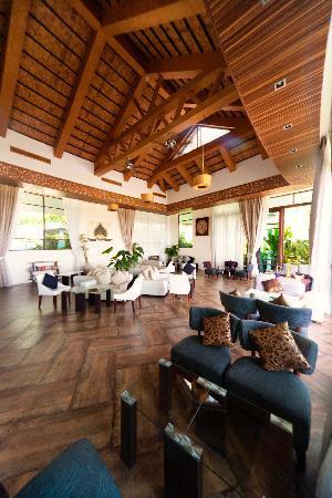 KC Resort & Over Water Villas: The Wine Lounge