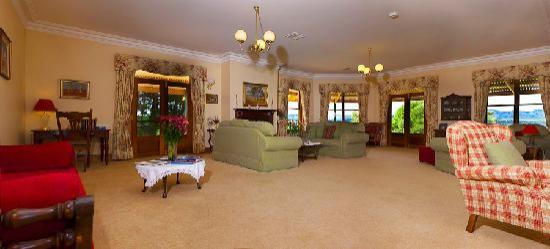 Abbotsford Country House: Relax in Abbotsford's huge lounge