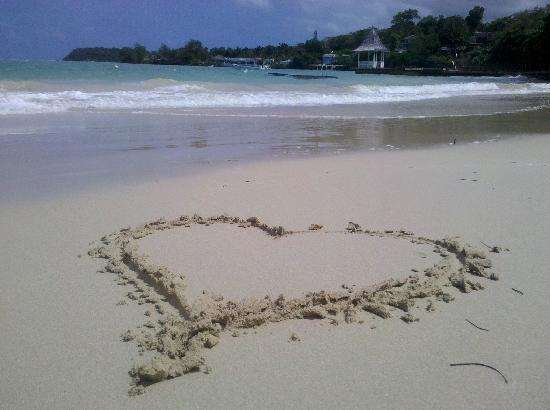 Sandals Royal Plantation: Sand heart on the RP beach