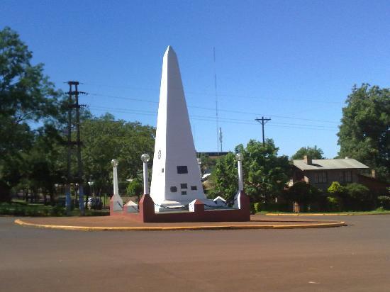 Apostoles, Argentyna: monolito, llamado por los lugareños obelisco