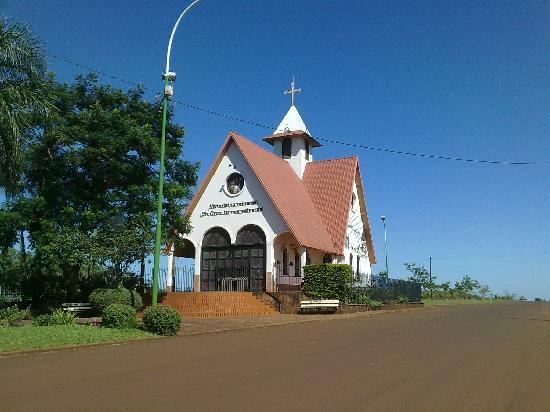Apostoles, Argentina: Iglesia a las afueras de la ciudad