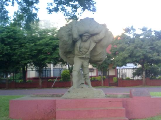 Apostoles, Argentyna: monumento al recolector de la yerba mate