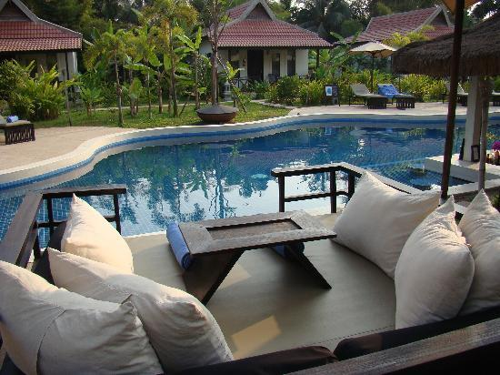 Sojourn Boutique Villas: garden and pool