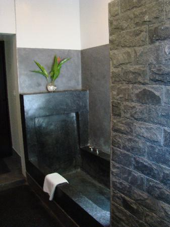Sojourn Boutique Villas: bathroom
