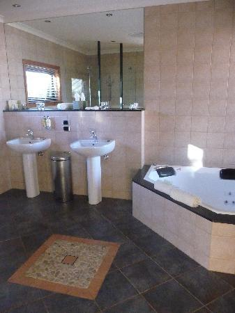 Meringa Springs: Villa: bathroom