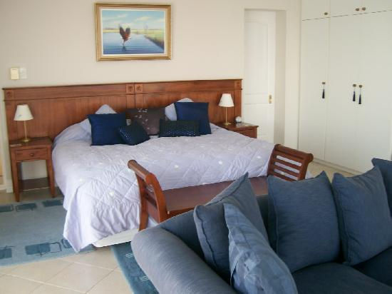 Highcliffe House Luxury Self Catering Suites: Riesling Main Bedroom