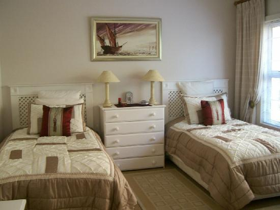 Highcliffe House Luxury Self Catering Suites: Riesling Second Bedroom