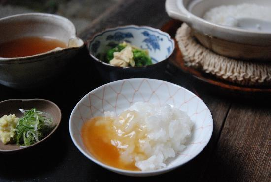 Traditional Kyoto Inn serving Kyoto cuisine IZUYASU: 朝粥の写真です