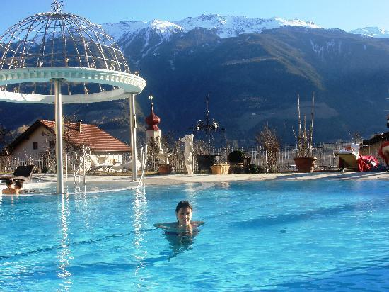 DolceVita Hotel Preidlhof: Outdoor swimming pool