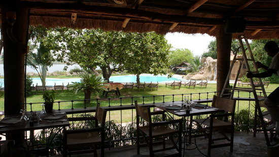 BadaLodge: La piscine vue de restaurant