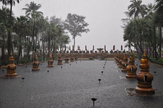 Marriott's Mai Khao Beach - Phuket : JW Marriott territory, rain