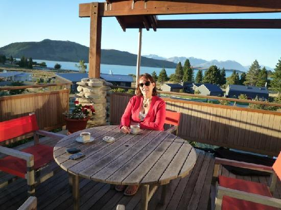 Glacier Rock Bed and Breakfast: he sliding window/doors opened on to a lovely wooden balcony with table and chairs, overlooking