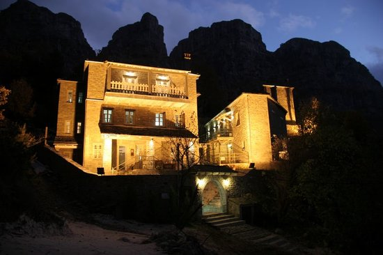 Mikro Papigko, اليونان: MP 1700 Night View