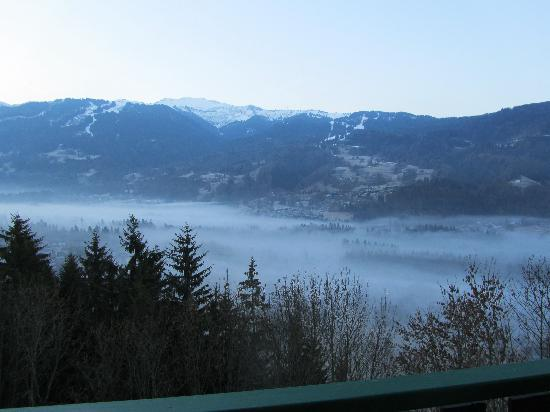 Chalet Hotel La Terrasse de Verchaix: The misty morning mountains