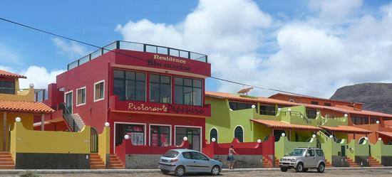 Calhau, Cabo Verde: Pool and Restaurant