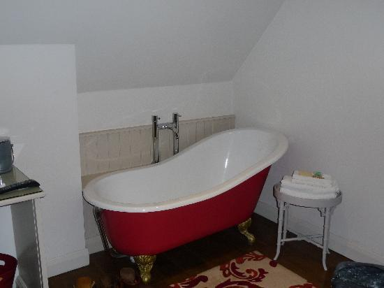 The Wheatley Arms: roll top bath in a bedroom