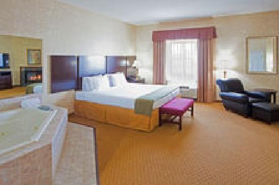 Holiday Inn Express Prince Frederick: One of our spacious jacuzzi suites