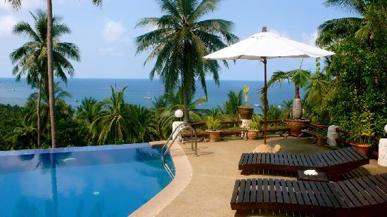 The Rocks Villas: Pool and sea view