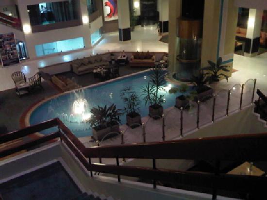 Dorado Plaza Hotel & Business: escaleras