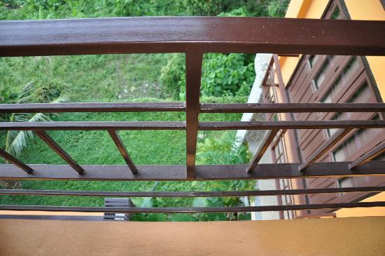 Karon Rustic Villas : Gaps in irons fence in windows