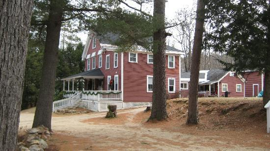 Bartlett Inn: Side of Main building (reception/dining/living room)