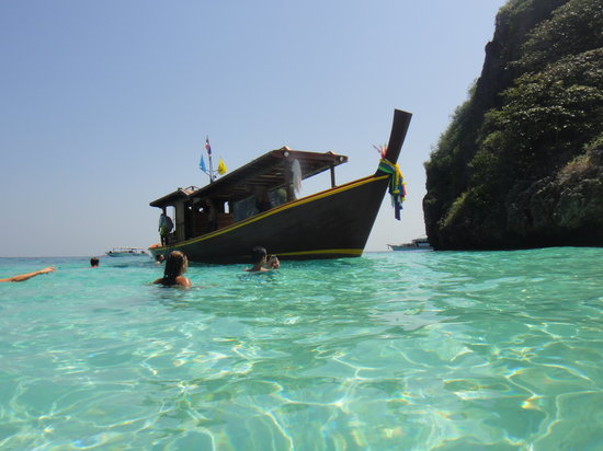 Koh Lanta Tourism Day Tours: notre beau bateau à koh haa