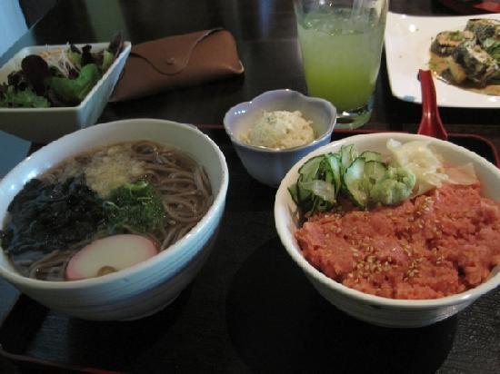 """Bar Hayama : Speisenauswahl, rechts der """"Spicy Tuna"""""""