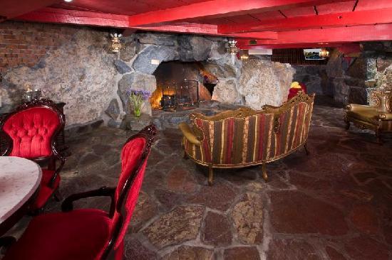 Madonna Inn: Old World Suite