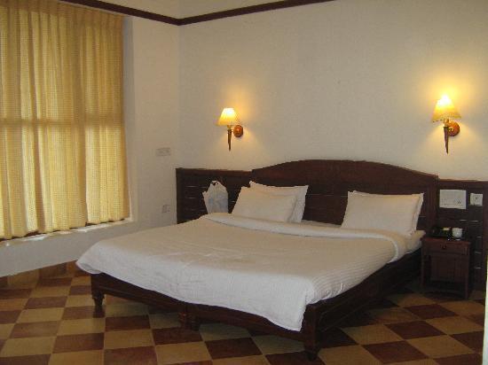 Ayur County Resorts: living room
