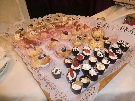 Tesero, Italia: Piccola pasticceria allo Shandranj