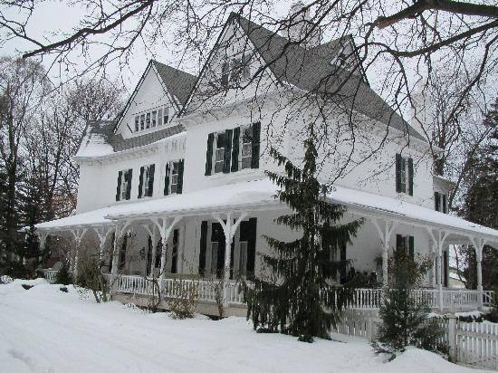 Grand Victorian Bed and Breakfast: Winter @ Grand Victorian