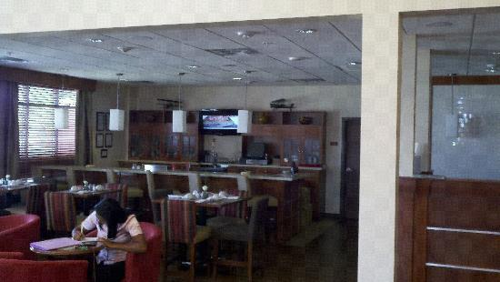 Four Points by Sheraton Houston Hobby Airport: Lobby Bar/Dining Area
