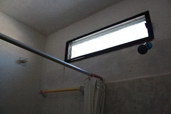Fen tre de la salle de bains picture of maya bric hotel playa del carmen - Fenetre salle de bain opaque ...