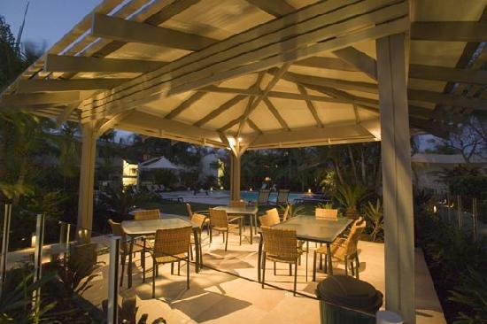Noosa Harbour Resort: Outdoor Eating Area